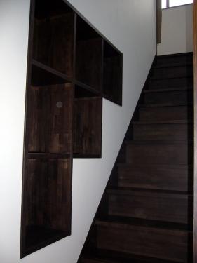 階段壁面収納